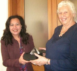 SWB for NZ Chairman, Mrs Linda Olesen, presents Shirley Farquhar with an award recognizing 43 years service.
